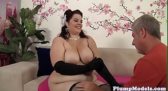 Pretty BBW queening her paramour and fucks